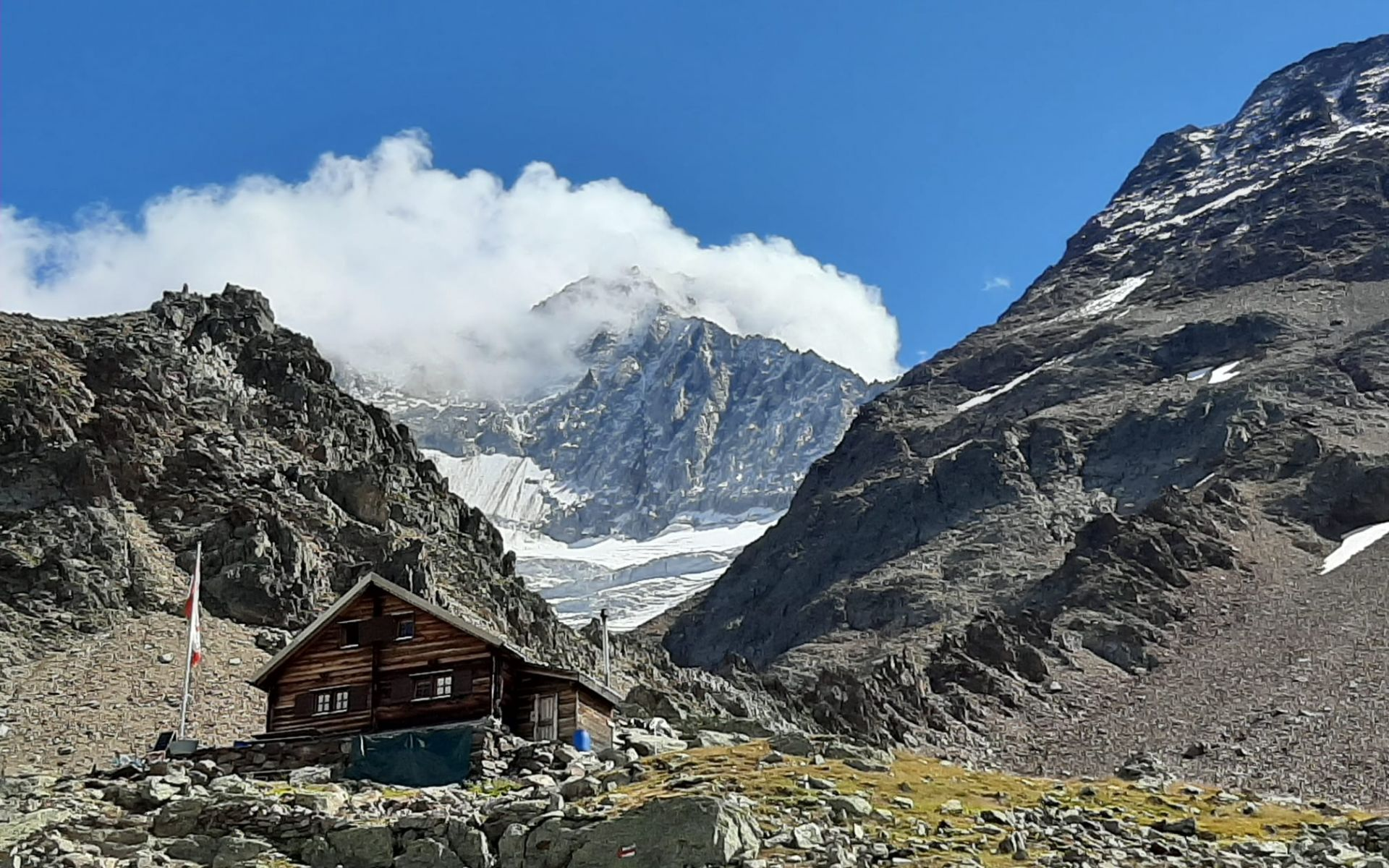 Cabanes aux pieds des glaciers